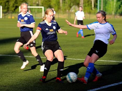 Nea Arvosen ja muiden FC Nokian sinipaitojen taistelu kotiottelussa LeKiä vastaan päättyi niukkaan 0-1 -tappioon.