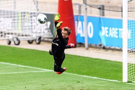 Leverkusenin maalivahti Lukas Hradecky on pääsemässä pian tositoimiin.