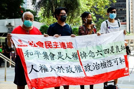 Hongkongin Victoria-puistossa muistettiin Pekingin Taivaallisen rauhan aukion verilöylyä 4. kesäkuuta.