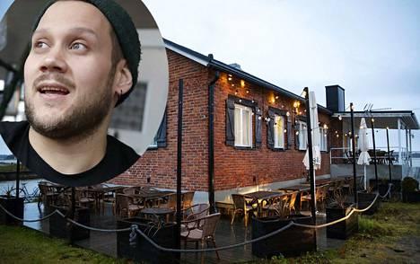 Yrittäjä Turo Sinkkonen avaa ravintolan Reposaareen, jossa Sinkkonen myös itse perheineen asuu.
