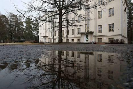 Harjavallan sairaala sijaitsee keskellä Satakuntaa, valtatien varressa. Osa rakennuksista on palvellut tehtävässään yli sata vuotta. Niistä on huolehdittava myös sairaalatoiminnan loppumisen jälkeen.