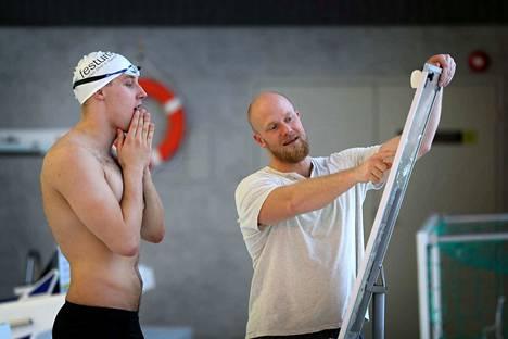 Matti Mattssonin ja valmentaja Eetu Karvosen mielikuvitus on kovilla, mikäli olympiauimari ei löydä allasta, jossa saa harjoitella.