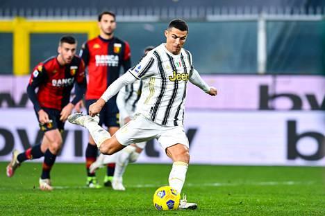 Cristiano Ronaldo nousi maaleillaan Serie A:n maalipörssin kärkeen Zlatan Ibrahimovicin kanssa.
