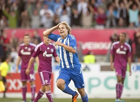 Teemu Pukki palasi kesken sopimuskauden Espanjasta Suomeen ja HJK:n riveihin 2010. Kaudella 2011 hän pelasi HJK:ssa 17 liigaottelua ja teki niissä 11 maalia. Eurooppa-liigan kotiottelussa saksalaista Schalkea vastaan Pukki viimeisteli kaksi maalia 18. elokuuta 2011 HJK:n 2–0-voitossa. Schalke innostui Pukista niin paljon, että pestasi hänet riveihinsä kolmen vuoden sopimuksella. Pukki debytoi Bundesligassa 18. syyskuuta 2011 ottelussa Schalke–Bayern München.  6. marraskuuta Pukki viimeisteli uransa ensimmäiset maalit Bundesligassa ottelussa Hannoveria vastaan. Pukki teki joukkueensa molemmat osumat 2–2-tasapelissä.