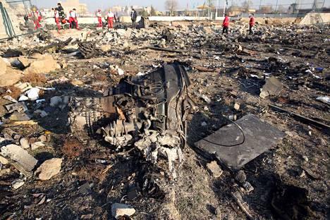 Lentokoneen kyydissä olleet 176 henkilöä kuolivat. Turman syy on yhä epäselvä.