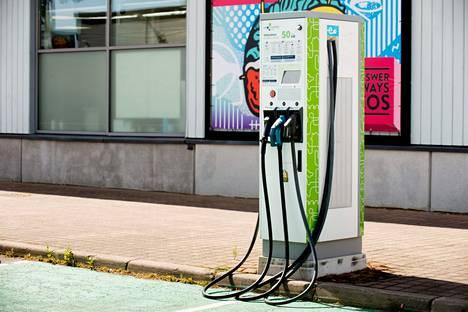 EU:n komissio ehdotti muun muassa, että EU:ssa myytävien autojen tulisi olla täysin päästöttömiä vuonna 2035. Ehdotus on osa EU:n ilmastopakettia.
