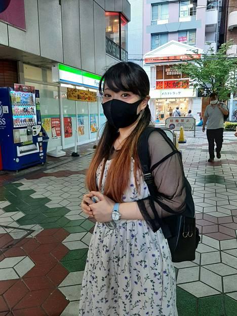 Nana Morozumi, 24, asettuu olympialaisten kannalle. Hänen mielestään kisojen peruminen olisi ollut iso mainehaitta Japanille.