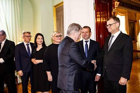 Tasavallan presidentti ja entinen pääministeri Juha Sipilä kiittelivät toisiaan vanhan hallituksen jäähyväiskäynnillä.