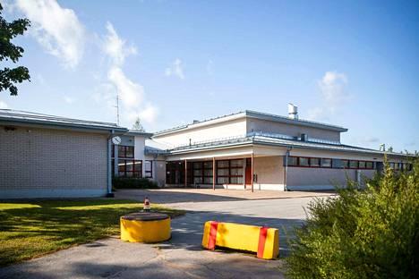 Jämijärven keskuskoululla on havaittu jo pitkään sisäilmaongelmia. Tällä hetkellä kunta suunnittelee rakentavansa kokonaan uuden koulukiinteistön, mikä palvelisi myös varhaiskasvatusta ja olisi myöhemmin myös kirjastokäytössä.
