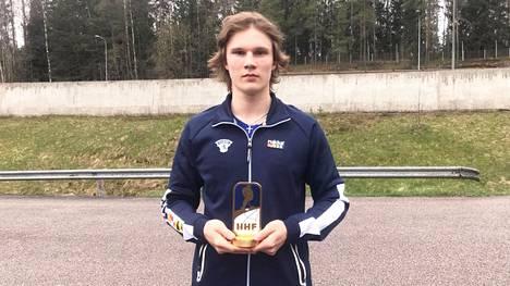 Matkalla kotiin Poriin lauantaiaamuna. Aleksi Heimosalmi oli U18 jääkiekon MM-turnauksen tehokkain puolustaja tehoin 2+6.
