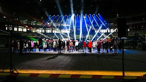Tampereen uuden Uros-areenan tulevat ravintolat paljastettiin tiistaina. Näin areenan kaikkien aikojen ensimmäinen esiintyjä Tampereen FIlharmonin kuoro esiintyi areenatyömaalla lokakuussa 2020.