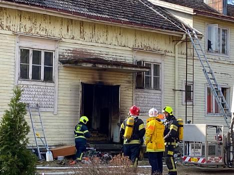 Alkutietojen mukaan kuisti olisi ollut tulessa.