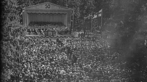 Satakunnan Riemulaulujuhlien kunniakkaan puolivuosisataisen toiminnan suurjuhliksi muodostuivat 50. laulujuhlat, Riemulaulujuhlat, jotka päättyivät eilen Kokemäellä, uutisoi Satakunnan Kansa 14. heinäkuuta 1952.