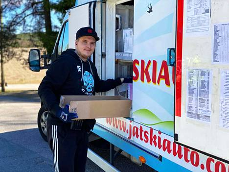 Vantaalla asuva Roni Tumppila, 28, on ajanut jäätelöautoa 10 vuoden ajan.