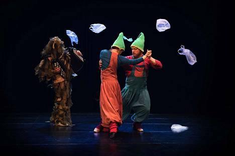 Tangoteatteri Kiuta tuo Poriin muun muassa koko perheen esityksen Gnomos. Siinä kaksi metsätonttua ihmettelee metsäiseen elämänpiiriinsä kuulumatonta kiehtovaa mutta myös haitallista muovia.