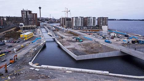 Ranta-Tampellan kanavan rantakäytävät avautuvat kävelijöille torstaina Tampereella.