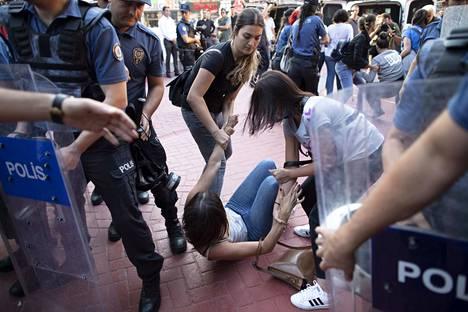 Turkissa on ollut syyskuun alussa väkivaltaiseksikin äityneitä mielenosoituksia. Nämä tapahtumat kuvattiin pääkaupunki Ankarassa.