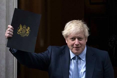 Poliittisen tappion korkeimmalta oikeudelta tiistaina saanut Britannian pääministeri Boris Johnson lähti keskiviikkoiltana Lontoon virka-asunnoltaan parlamenttiin, jossa hän puhui alahuoneelle yli kahden viikon istuntotauon jälkeen.