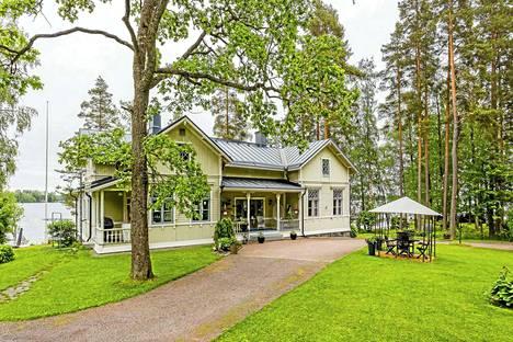 Suomen historiaan linkittyvä hirsitalo on rakennettu Pispalanselän rannalle vuosina 1908–1912.