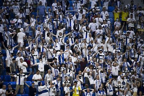 Kirjoittajan mielestä Pietariin matkustaneilla Suomen jalkapallomaajoukkueen kannattajilla on merkittävä rooli siinä, että koronatilanne on uudestaan huonontunut Suomessa.