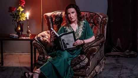 Kuvassa on Lydia Afterdawn (Saija Viljanen).