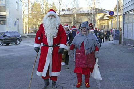 Näin iloisessa tunnelmassa joulukulkueessa kuljettiin viime vuonna.