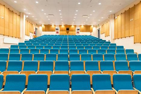 Ketkä näihin penkkeihin istuvat? Se päätetään tammikuun aluevaaleissa. Pirkanmaan uuden aluevaltuuston todennäköinen kokouspaikka on Pirkanmaan sairaanhoitopiirin valtuuston kokoussali.