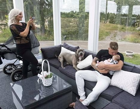 Tämän tv-perheen elämää voi seurata Instagramissa.