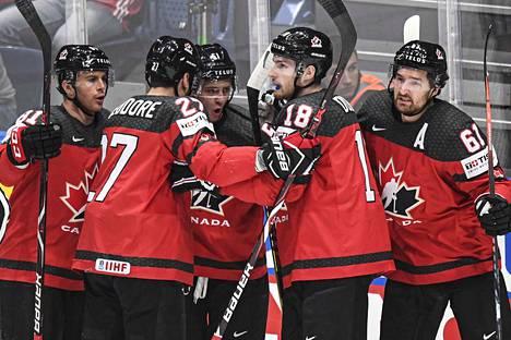 Kanadan joukkue ei ole supertähdistä koottu, mutta kovan luokan joukkuepelaajia ryhmässä riittää. Mark Stone (oik.) on ollut joukkueen tehokkain.