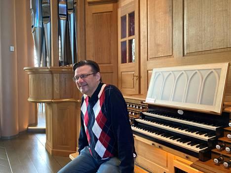 Urkutaiteilija Markku Mäkinen esiintyy Pori Organin kahdessa konsertissa. Kumpikin niistä vie Italian ja säveltäjä Marco Enrico Bossin tunnelmiin. Mäkinen kertoo rakastuneensa jo nuorena Italian historiaan ja kulttuuriin.