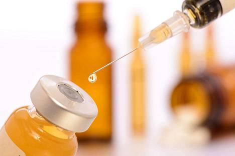 Ei perustetta. Rokottamattomuus ei ole varoituksen antamisen peruste, apulaisoikeusasiamies evästää terveydenhuollon työnantajia.