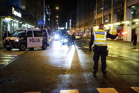 Ravintola Jolenen edessä ammuttiin useita laukauksia.