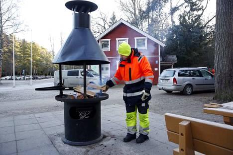 Yyterin pulkkamäki kerää tektareissa tällä kertaa kiitosta! Kuvassa Tommi Nylund grillauspaikan äärellä.