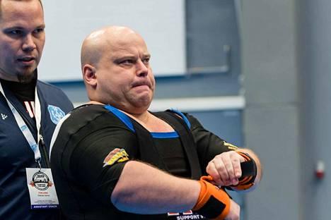 Petri Kuosma onnistui kolmannella nostollaan, ja se toi EM-pronssia.