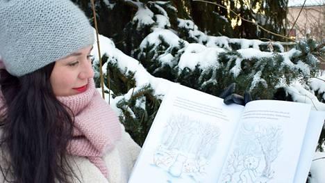 Anna-Leena Rajamäki toteutti lapsuuden haaveensa ja julkaisi joulukuussa lastenkirjan Valkea nalle ja pohjoistuuli (Sitruuna Kustannus Oy, 2020).