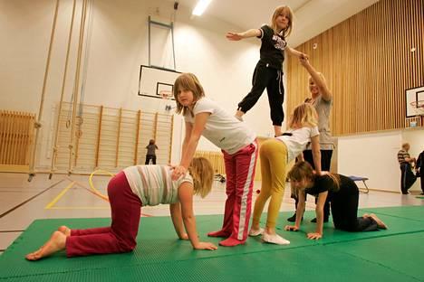 Kiinnostaisiko sirkustemppujen opettelu? Sellainenkin kerho alkaa tänä syksynä maksuttomana Nokialla.