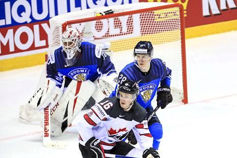 Henri Jokiharju merkkasi Kanadan Jared McCannin Suomen maalilla.