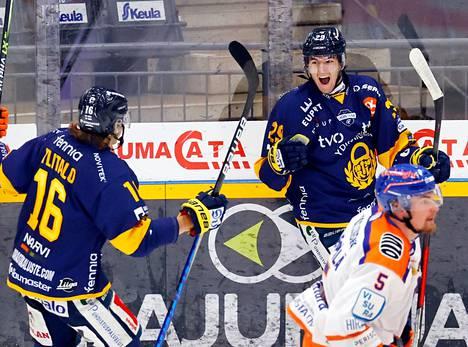 Oskari Sunin (oik.) ensimmäinen liigamaali jäi illan voittomaaliksi.
