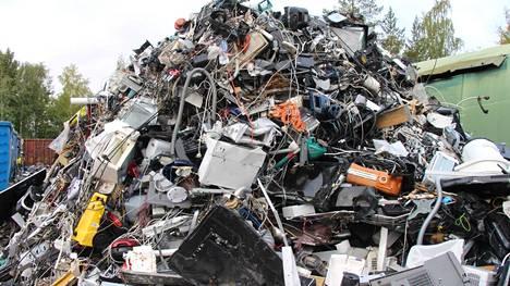 Nokialla sijaitseva Tramel oy kierrättää joka kuukausi noin 30000 rikkoutunutta tai käytöstä poistettua sähkö- tai elektroniikkalaitetta.