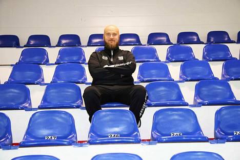 KeuPa HT:n päävalmentaja Niko Eronen toivoo jokaisen joukkueen jäsenen tekevän töitä joukkueen menestymisen eteen eilistä päivää paremmin.