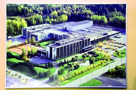 Sarankulman rakennuskompleksi valmistui vuoden 1980 lopulla. Se oli juuri sellainen kuin pitikin: Tampereen eteläisen teollisuusalueen näkyvä lippulaiva.