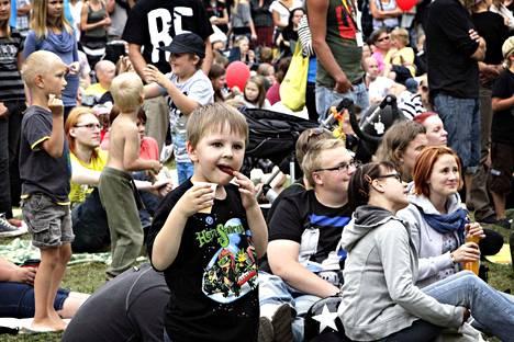 Myös lapset ovat viihtyneet Porisperessä alusta asti. Kuva otettu sunnuntaina elokuussa 2011.