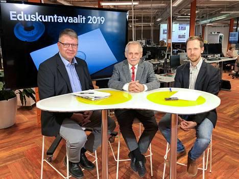 Politiikan tutkija Sami Borg ja valtio-opin dosentti Pertti Timonen analysoivat Pirkanmaan vaaliasetelmia Aamulehden studiossa vs. uutispäällikkö Tatu Airon johdolla.