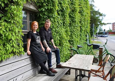 Jenni Saarilahti ja Jamppa Järvinen luotsaavat Hatanpäällä toukokuussa ovensa avannutta Bistro Viljaa. Bistro Vilja on yrittäjien toinen ravintola.