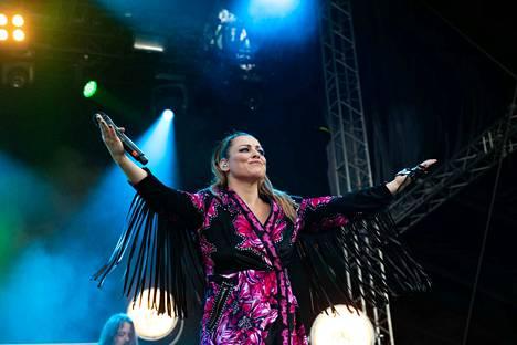 Nokian Tapsan Tahdeilla nähdään tulevana kesänä muun muassa Nylon Beat -duosta ja Vanha nainen hunningolla -hitistään tunnettu Erin.