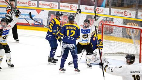 Kärpät pääsi tuulettamaan voittoa keskiviikkona Äijänsuolla. Tässä on syntynyt juuri ratkaisevan oloinen 2–5-maali.
