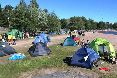 Raumanmeren juhannuksen majoitusalue sijaitsee Otanlahden rannalla.