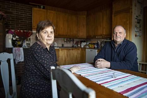Seija ja Markku Viitanen tuntevat, että heitä kohdeltiin vääriin, kun kehitysvammainen tytär vietiin kiireellä pois kotoa ja heille ei kerrottu mihin.