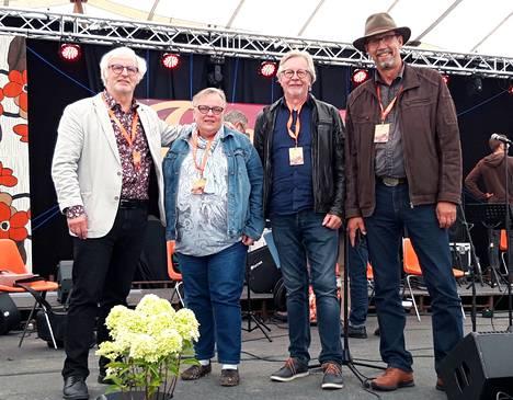Retro 70s - 80s -seminaarin puuhaväkeä olivat emerituspäätoimittaja Leevi Launonen, seminaarisihteeri Tiina Arvola, muusikko Markku Sandberg ja Facebook-ryhmän moderaattorina toimiva Paavo Rauskanen.