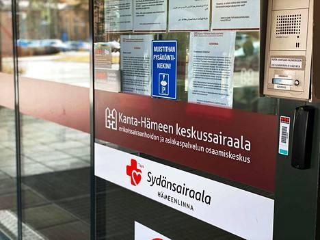 Synnytyksen tukihenkilöitä koskeneita rajoituksia puretaan myös Kanta-Hämeen keskussairaalassa. Kuvituskuva.